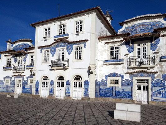 Der historische Bahnhof mit seinen charakteristischen Azulejos