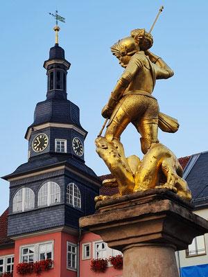 """Georgsbrunnen """"Güldenmannsbrunnen"""" von 1549, Laufbrunnen, im Spätmittelalter zugleich ein Symbol der städtischen Marktgerichtsbarkeit"""