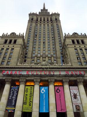 Kulturpalast, Blick von OSO auf den Haupteingang und Zugang zum Aufzug zur Aussichtsplattform