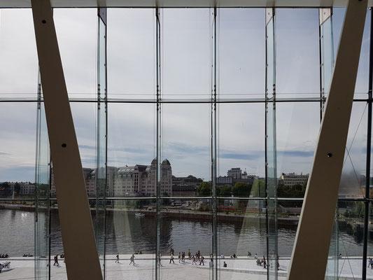 Glasfront des Opernhauses