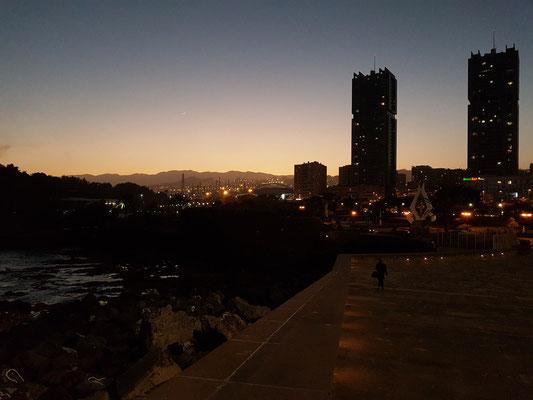 Blick vom Auditorio zur Stadt mit den Torres von Santa Cruz