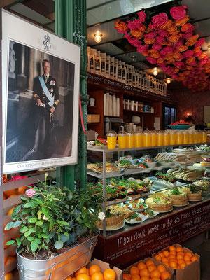 Geschäft für Snacks mit Bild des schwedischen Königs Carl XVI Gustaf