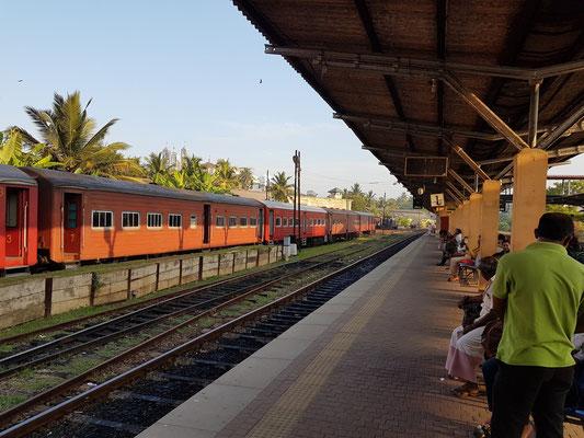 Bahnsteig des Bahnhofs Galle