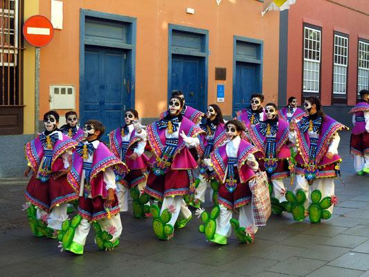 Karnevalsgruppe in Vorbereitung zum Karnevalsfest