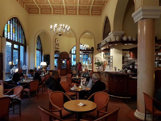 Zum Abendessen im Café Prag