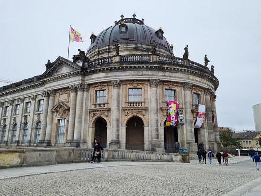 Bode-Museum, Museum am Fluss mit Skulpturen & byzantinischer Kunst,
