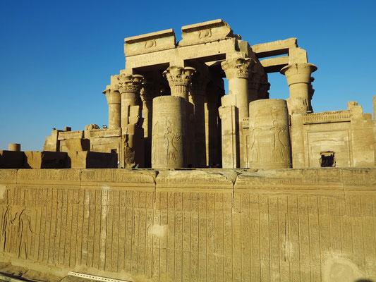 Tormauer des Tempels (Pylon)