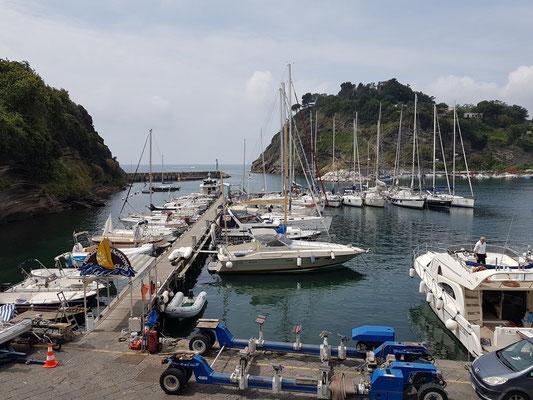 Marina Chiaiolella, Hafeneinfahrt