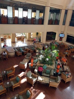 In der Lounge-Bar des Hilton Resorts