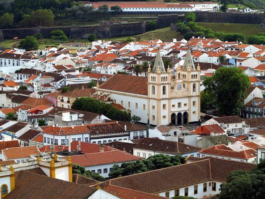 Angra do Heroísmo, Blick vom Alto da Memória auf die Kathedrale