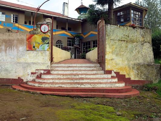 Eingang zum Hotel Kibo