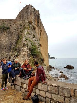 Treffpunkt vor der Zitadelle von Budva
