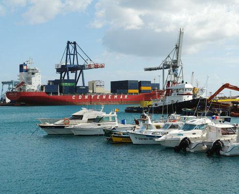 Inselhauptstadt Puerto del Rosario, Containerhafen