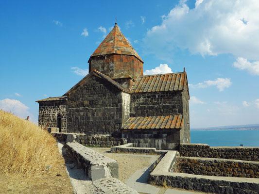 Kirche des Klosters Sewanawank am Ufer des Sees