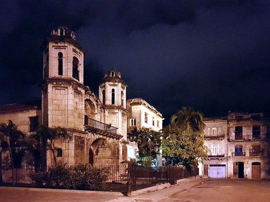 Heimweg zum Mini Hotel Barza, Iglesia Del Santo Cristo Del Buen Viaje