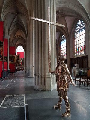Liebfrauenkathedrale. Jan Fabre, Der Mann, der das Kreuz trägt, 2015