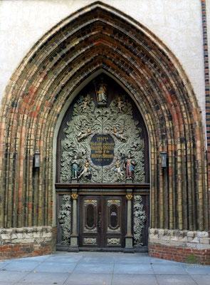 Westportal der Nikolaikirche