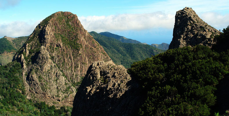 Vulkanschlote Roque de la Zarzita (1234 m) und Roque de Carmona (1103 m)