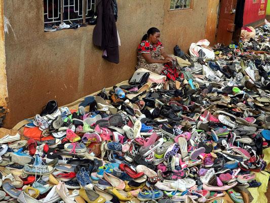 Schuhe und Sandalen aus dem Bestand von Altkleidersammlungen gemeinnütziger Vereine oder gewerblicher Sammler