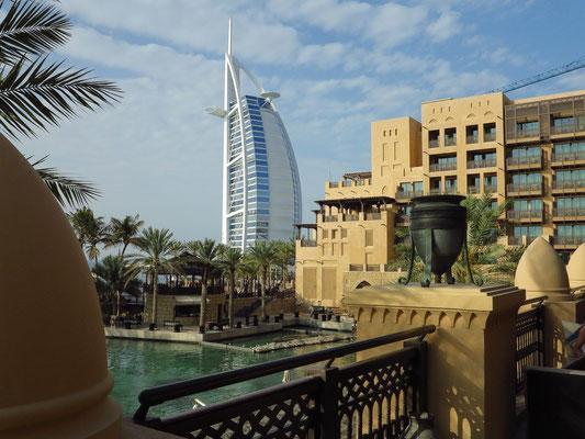 Madinat Jumeirah, Blick vom Hotel Jumeirah Mina A'Salam zum Burj Al Arab