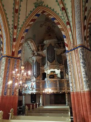 Im Jahr 1668 bemalte der Barockmaler Hinrich Greve alle Wände und Gewölbe der Kirche in beeindruckender Farbigkeit.