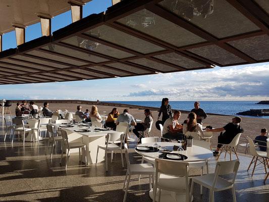 Konzertcafé mit Blick auf den Atlantik