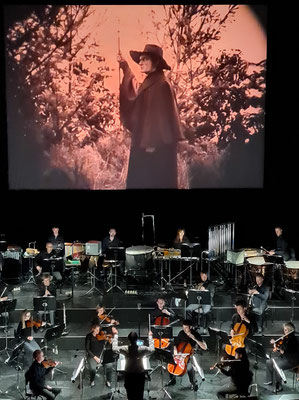 Stummfilm Der müde Tod von Fritz Lang (1921, mit Bernhard Goetzke als Tod), Aufführung im Nationaltheater Weimar am 4.9.2021