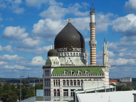 """Yenidze (""""Tabakmoschee"""") am Mittag, Blick vom obersten Stockwerk des Hotels Leonardo"""