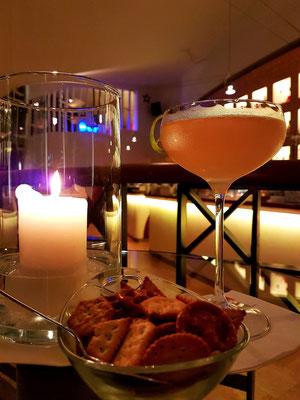 Der Daiquiri besteht aus weißem, bevorzugt kubanischem Rum als Basis, frisch gepresstem Limettensaft und (Rohr-)Zuckersirup.