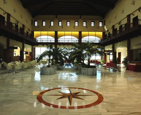 Empfangshalle des neuen Aeropuerto von La Gomera