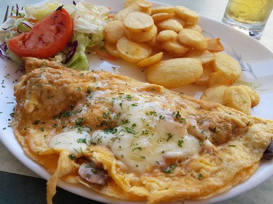 Mein Spezialomelette mit Käse und Champignons im Stammrestaurant La Paz
