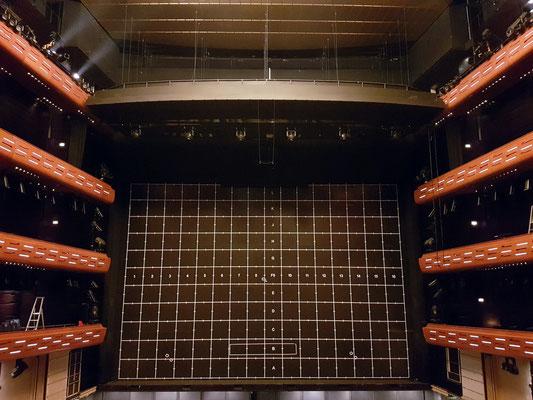 """Eisener Vorhang"" im Großen Saal des Opernhauses"