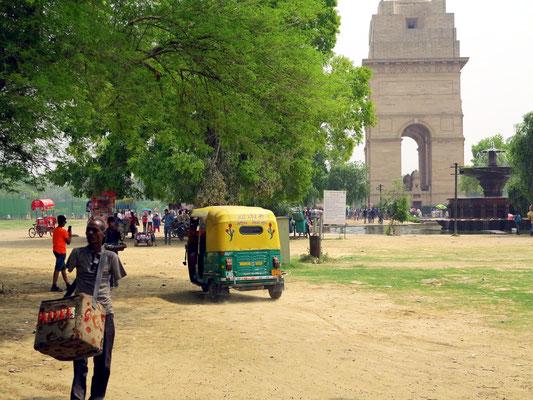 Erste Begegnung mit den Indern am India Gate