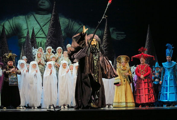 Stanislawski-Musiktheater, Aladino e la lampada magica, Applaus: der böse Zauberer