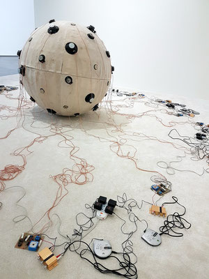 Zhang Ding (geb. 1980): N Kilometers towards the West, 2006. Sound installation, mixed media