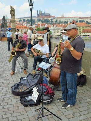 Musikgruppe auf der Karlsbrücke (Karluv most)