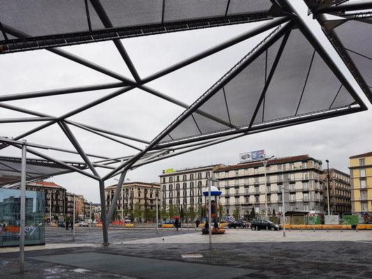 Bahnhof Napoli Centrale, Piazza Garibaldi mit B&B Napoli