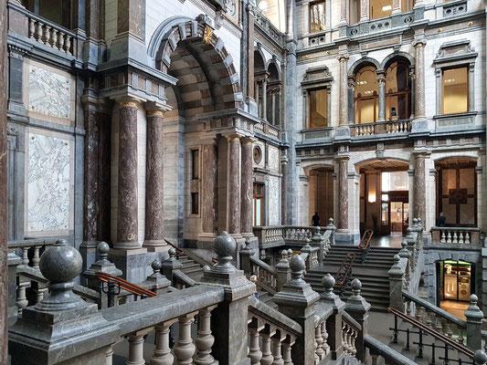 Große Eingangshalle