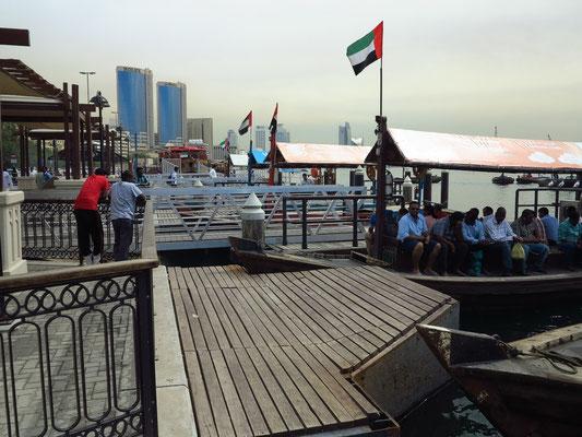 Hier am Deira-Ufer starten die offenen Holzboote (abras) zum jenseitigen Ufer des Bastakiya-Viertels