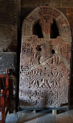Chatschkar im Kircheninneren