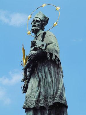 Heiligenfigur auf der Karlsbrücke