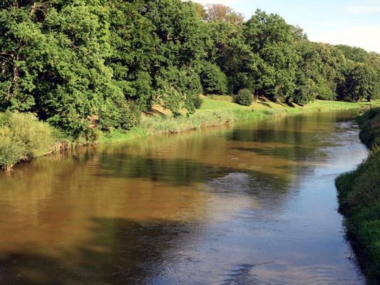 Lausitzer Neiße im Bereich des Parks, Grenzfluss zwischen Deutschland und Polen