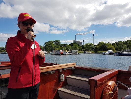Hafen- und Kanalfahrt. Blick auf das Elektrizitätswerk HOFOR A/S - Amagerværket in Kopenhagen