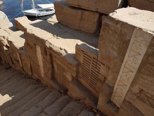 Alter Nilometer des Satis-Tempels auf der Insel Elephantine