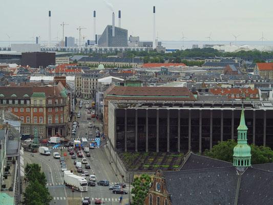 Blick vom Turm der Schlosskirche Christiansborg nach ONO, im Hintergrund das Elektrizitätswerk HOFOR A/S
