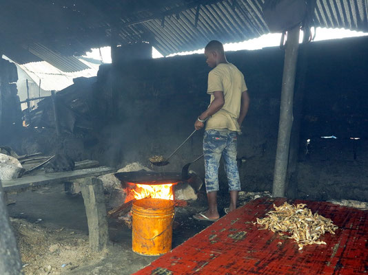 Bagamoyo, Fritieren von Fisch