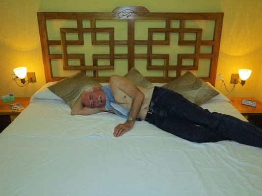 Ein Riesenbett für Bernd in der Villa Lagarto