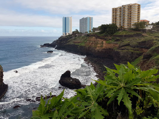 Blick vom Wanderweg auf das Maritim Hotel Tenerife