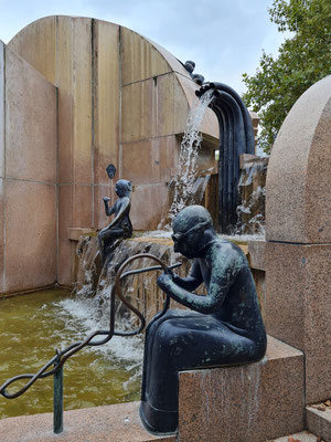 Weltkugelbrunnen (Schmettaubrunnen)