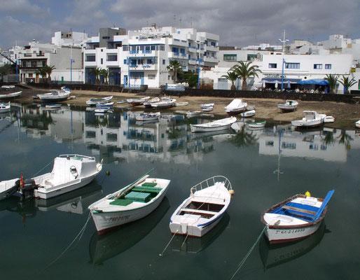Arrecife. Stadtviertel El Charco mit kleinem Binnenhafen